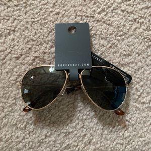 Brand new Forever21 aviator sunglasses